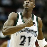 Kevin_garnett_pounds_chest