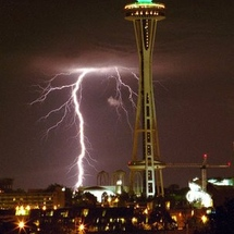 Space_needle_lightning