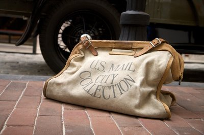 Vintage_mail_bag_at_the_postal_museum.0_standard_400.0