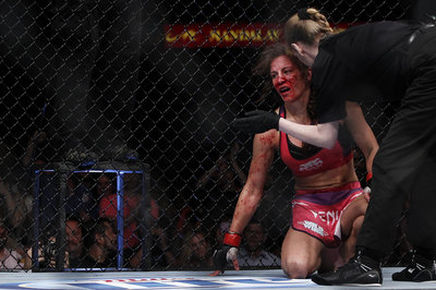 400_cat_zingano_vs_miesha_tate_9427
