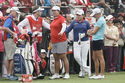 LPGA star Stacy Lewis quits Twitter after frustrating loss to Shanshan Feng, smog delay in China