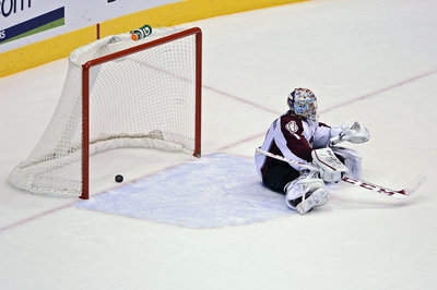 Game 21 Recap: Avs Win a Weird One in the Desert, 4-3