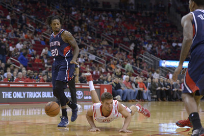 Jeremy Lin injured, but Houston Rockets slide by Atlanta Hawks, 113-84.