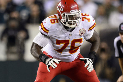 Branden Albert injury: Kansas City Chiefs OT carted off with leg injury