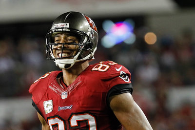 Bills vs. Buccaneers inactives: Vincent Jackson, Darrelle Revis ready to play