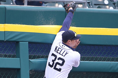 GIF: Don Kelly robs J.P. Arencibia of a home run