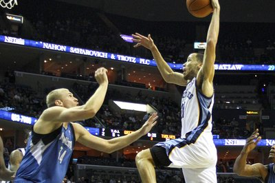 Memphis Grizzlies and Minnesota Timberwolves discussing trade talks: Prince & Allen for Budinger & Barea