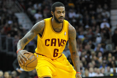 Woj: Knicks finalizing deal with Earl Clark
