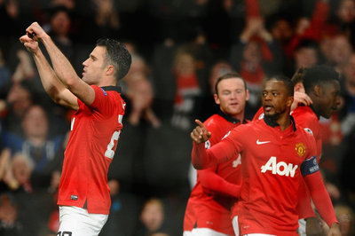 Robin van Persie fires shaky but gritty Manchester United past Olympiakos