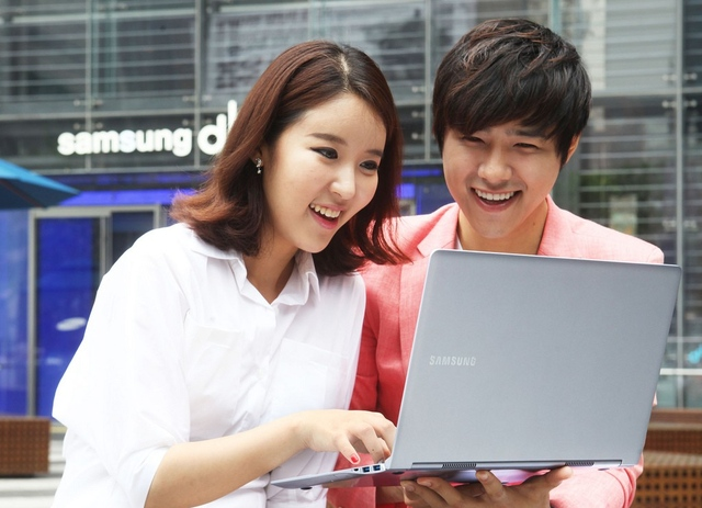 Samsung Series 9 Silver (cropped)